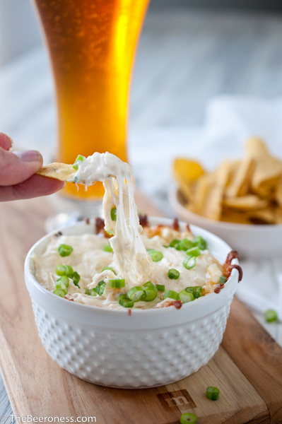 Roasted Garlic Parmesan Beer Cheese Dip via @TheBeeroness